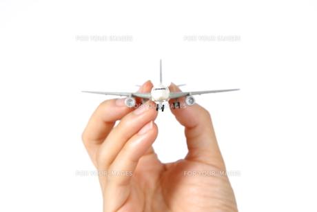 飛行機を持つ FYI00033286