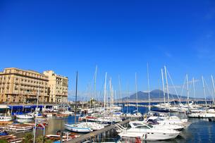 サンタルチア港とヴェスヴィオ火山 FYI00034199