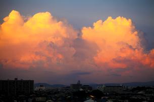 入道雲の夕焼け FYI00038605