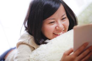 読書する女子 FYI00039101