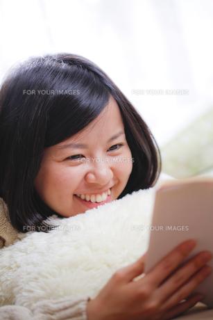 読書する女子 FYI00039133