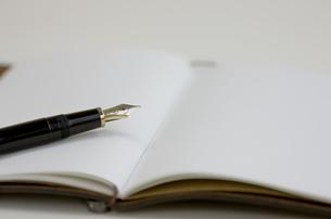 手帳と万年筆 FYI00040303