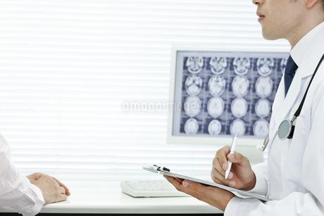 医師と患者 FYI00040853