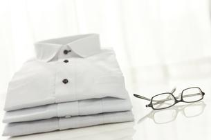 ワイシャツと眼鏡 FYI00041041