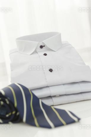 ワイシャツとネクタイ FYI00041056