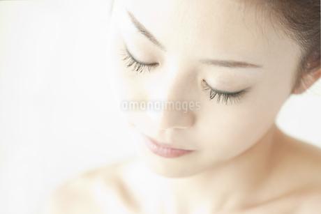 若い女性の美容イメージ FYI00041345