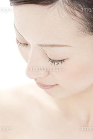 若い女性の美容イメージ FYI00041360