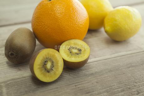 キウイとオレンジとレモン FYI00041775