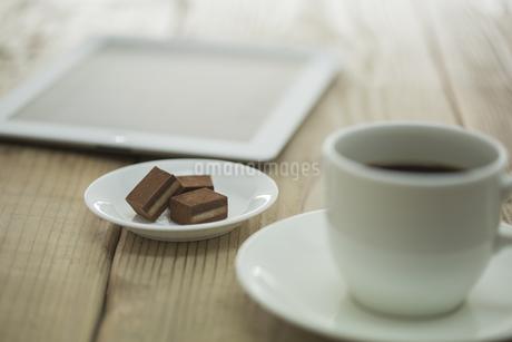 生チョコとコーヒーとタブレットPC FYI00041980