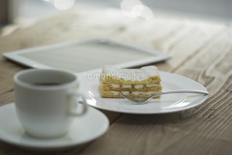 ミルフィーユとコーヒーとタブレットPC FYI00041990