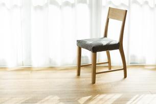 部屋の中にある椅子 FYI00042532