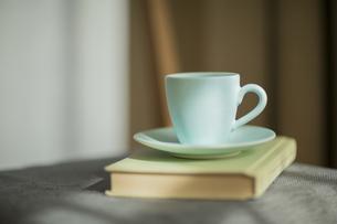コーヒーカップと本 FYI00042547