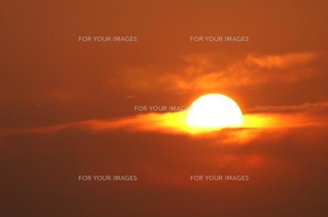 雲に沈む夕日 FYI00043007