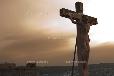 夕陽の中のキリスト像 FYI00044154