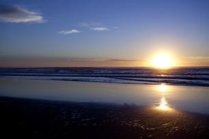 日の出とシルエット FYI00044231