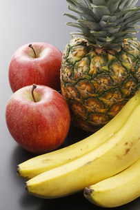 リンゴとパイナップルとバナナ FYI00045532