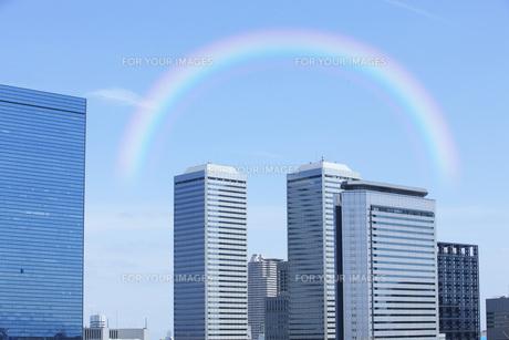高層ビルと虹 FYI00045553