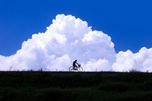 夏空と自転車 FYI00046996