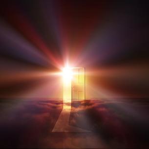 光が射し込むドア FYI00047827