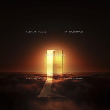 光が射し込むドア FYI00047842