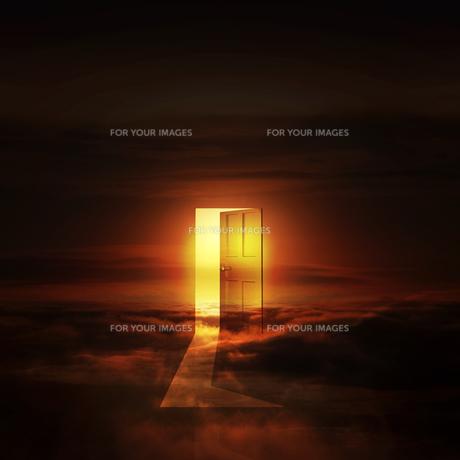 光が射し込むドア FYI00047850