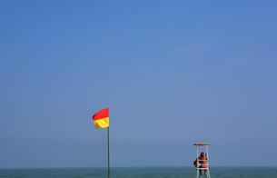 海を見守るライフセーバー FYI00050785