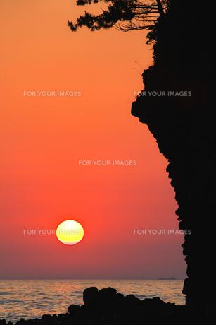 能登厳門の夕陽 FYI00056126