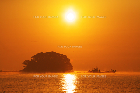 富山湾の日の出と唐島 FYI00056183