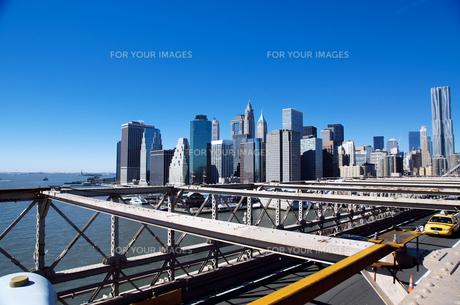 ブルックリンブリッジからのマンハッタンの景色 FYI00058667