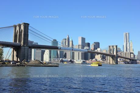 ブルックリンブリッジとロワー マンハッタンの素材 [FYI00059957]