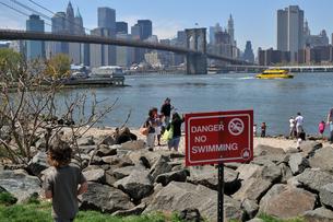 ニューヨーク ブルックリン ダンボ 水泳禁止 FYI00060143