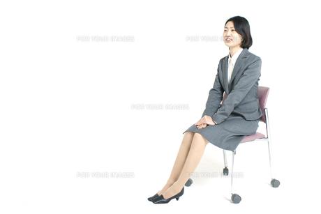 面接中の女性 FYI00068278