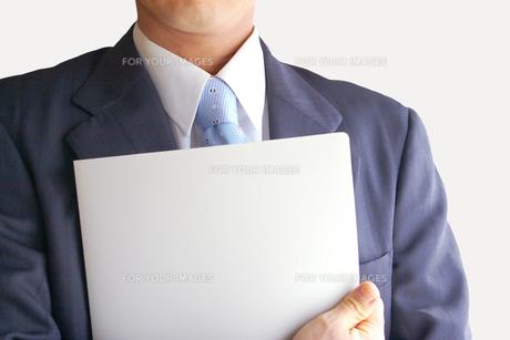 ファイルを持つビジネスマン FYI00073238