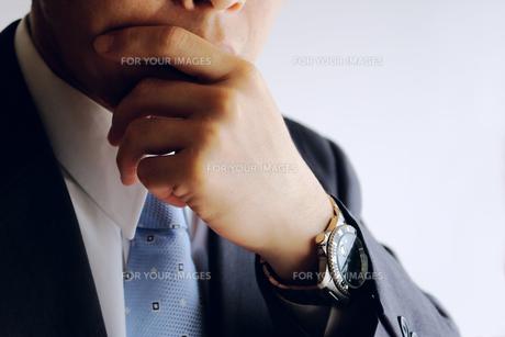 考えるビジネスマン FYI00073247