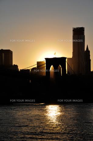 マンハッタンに沈む夕日 FYI00073426