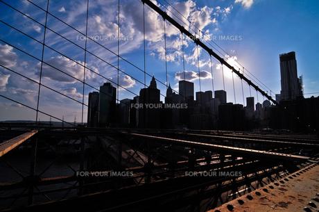 ブルックリンブリッジからマンハッタンを望む FYI00073437