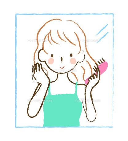 髪をとかす女性 FYI00075863