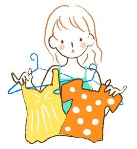 服を選ぶ女性 FYI00075865