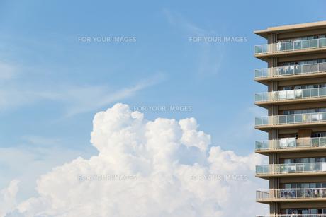 夏雲とマンション FYI00082176