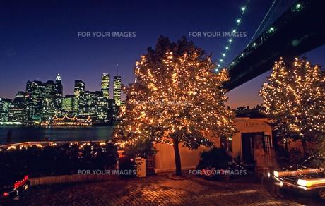 ブルックリンより望むマンハッタン夜景 FYI00088653