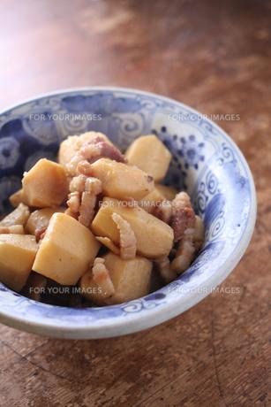 里芋とベーコンの煮物 FYI00092450