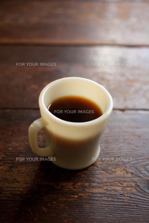 マグカップにコーヒー FYI00092806