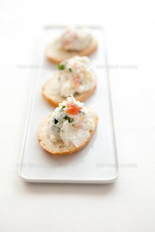 クリームチーズとサーモンのカナッペ FYI00093334