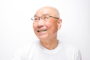 笑顔のシニア FYI00104952