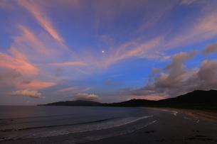 夕暮れの浜 FYI00105775