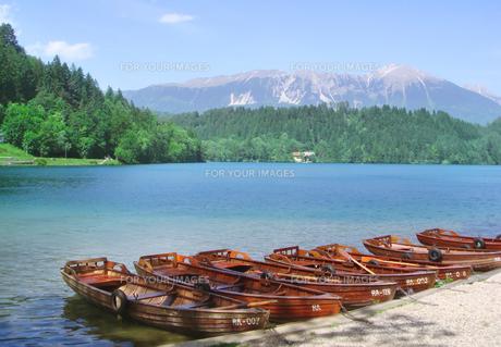 湖とボート FYI00108930