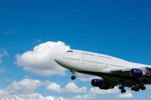 青空と飛行機 FYI00110154