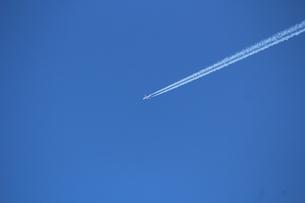 青空と飛行機 FYI00113976