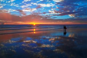 夕暮れのコックスバザールビーチ FYI00117618
