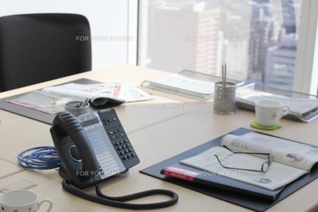ビジネス デスク周りの風景 FYI00118235